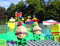 The sun is out and the LEGO® Teenage Mutant Ninja Turtles are heading to LEGOLAND this Bank Holiday for a spot of splashing in DUPLO Valley!