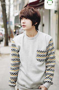 Korean guy suit red tie | cool | Pinterest | Hot korean ...