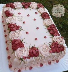 Yes or no classic cake for birthday party leticia_sweetcake what do you think how much kg is this cake start to bake with zahlentorte Cake Icing, Buttercream Cake, Eat Cake, Butter Icing Cake Designs, Pretty Birthday Cakes, Birthday Sheet Cakes, Square Birthday Cake, Cake Decorating Techniques, Cake Decorating Tips