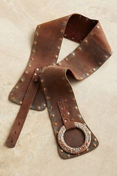 Our Talia Leather Belt has the look of rich patina, accented by a copper buckle and old-world look studs.