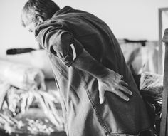 Back Pain Information. The Pain Of Arthritis And How To Deal With It. There are a lot of different ways to deal with arthritis and the pains that they cause. When you have daily arthritis pain, it can make life more difficult Hip Pain, Low Back Pain, Neck Pain, Abraham Hicks, Chronic Illness, Chronic Pain, Formation Hypnose, Meditation, Relieve Back Pain