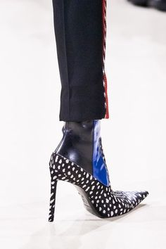 Haider Ackermann Fall 2019 Ready-to-Wear Fashion Show Haider Ackermann Herbst 2019 Konfektionskollektion – Vogue Women's Shoes, Me Too Shoes, Pink Shoes, Golf Shoes, Haider Ackermann, Bootie Boots, Shoe Boots, Vogue, Studded Heels