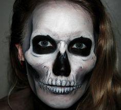 HOLY CRAP that's an amazing makeup job!