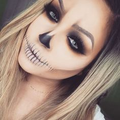 Looking for for ideas for your Halloween make-up? Browse around this site for creepy Halloween makeup looks. Creepy Halloween Makeup, Halloween Inspo, Last Minute Halloween Costumes, Halloween Looks, Halloween 2018, Scary Makeup, Simple Halloween Makeup, Skeleton Halloween Costume, Skeleton Costume Women