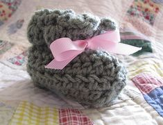 Easiest pattern ever!  Ravelry: Easy Ten-Step Baby Booties pattern by Heather Phillips