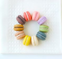 macaron wedding favors are so last season, I beg to differ. These little treats pack a perfect punch of color for favors and can be . Yummy Treats, Sweet Treats, Yummy Food, Fun Food, Macaron Bleu, Clever Packaging, Packaging Ideas, French Macaroons, Gastronomia