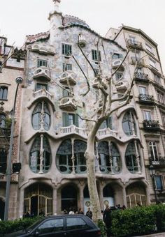 ガウディ Antoni Gaudi, Landscape Photos, Ramen, Facade, Art Nouveau, Spain, Places To Visit, To Go, Mansions