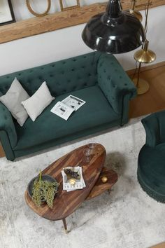Liebe zu Möbeln, global inspirierte Einrichtung, Produkte mit Seele. So könnte man wohl am treffendsten Dutchbone beschreiben. Beeinflußt und gewachsen durch Reisen und die Farben der Erde, entstehen in handwerklicher Kunst Heimtextilien, Deko-Artikel, Leuchten und Möbelstücke, die den Spirit und das Leben in unser Zuhause bringen. Jetzt bei WestwingNow entdecken! // Wohnzimmer Esszimmer Deko Einrichten Modern Holz Samt #Wohnzimmer #Deko #Dutchbone Sofa Chester, Lampe Decoration, Tables Basses, Chaise Bar, Natural Living, Sweet Home, Interior, Inspiration, Interieur