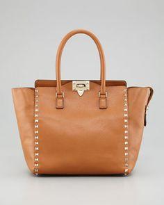 Tja, dit vind ik natuurlijk weer mooi... 'Valentino Rockstud Double Handle Tote Bag, Beige € 1.531,25'