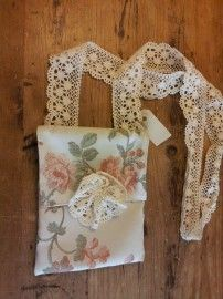 small ladies schoulderbag made from old curtain-fabric and cotton lace-ribbon.