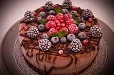 Tort de inghetata cu ciocolata si fructe de padure Romanian Food, Romanian Recipes, Sweets Cake, Something Sweet, Food Design, Parfait, Acai Bowl, Delish, Pudding