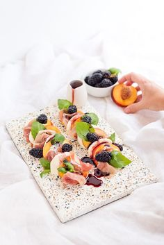 Just Peachy: Peach and Prosciutto Caprese Salad Ready for an easy summer salad recipe? Try this peach and prosciutto caprese salad with a blackberry balsamic reduction. Easy Summer Salads, Summer Salad Recipes, Fruit Recipes, Healthy Recipes, Healthy Summer, Caprese Salad Recipe, Fruit Salad, Sorbet, Balsamic Reduction