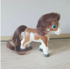 Skewbald magazine pony - brown hair Tinkerbell, Brown Hair, Pony, Disney Characters, Fictional Characters, Horses, Plastic, Magazine, Disney Princess