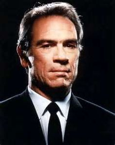 Tommy Lee Jones - Tommy Lee Jones is an American actor and film director. Marshal Samuel Gerard in the 1993 thriller film The Fugitive. Tommy Lee Jones, Hollywood Actor, Hollywood Stars, Old Hollywood, Actrices Hollywood, Tom Hanks, Best Actor, Famous Faces, Movie Stars