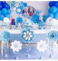 Essa decor ficou super fofa 💙💙💙 Via - Frozen para Julinha❄❄❄ Frozen Birthday Decorations, Elsa Birthday Party, Frozen Themed Birthday Party, Disney Frozen Birthday, Girl Birthday, Candy Bar Frozen, Fete Emma, Deco Table, Ideas Bonitas
