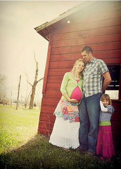 family maternity photo. LOVE the colors!
