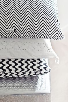 Black And White Geometric Pillow Cover Ideas For Indoor Geometric Pillow, Chevron Pillow, Triangle Pillow, Geometric Prints, Graphic Prints, House Of Philia, Motifs Textiles, Black N White, Pretty Black