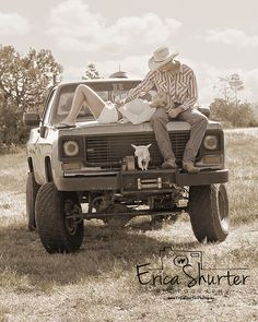 Tim I will have engagement pictures taken with his truck. We spent almost all of our time in his truck when we first started talking dating. Country Couple Pictures, Country Couples, Photo Couple, Cute Couple Pictures, Cute Photos, Country Girls, Cute Couples, Couple Pics, Country Prom