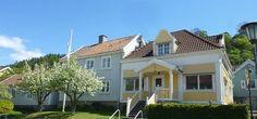 Amalias house Gränna Hostel, Outdoor Activities, Mansions, House Styles, Home Decor, Decoration Home, Manor Houses, Room Decor, Villas