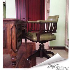 Немного фотоотчетов наших покупателей🎄🤶🏻 Санкт-Петербург, рабочее кресло с кожаной обивкой, радует своим удобством и красотой хозяев дома🎁🎅🏻 Спасибо за фото🙏🏻 #отзывбуфеттабурет #буфеттабурет #bufettaburet #мебель #антикварнаямебель #антик #винтаж