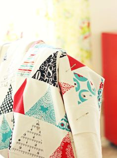 love this triangle quilt!
