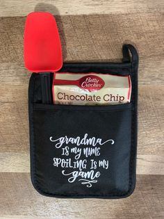 Hot Pad Teacher Appreciation Sayings; Teacher Appreciation Hot Pad with Spatula and baking mix Christmas Craft Fair, Xmas, Gifts For Boss, Friend Birthday Gifts, Neighbor Gifts, Cricut Tutorials, Mother's Day Diy, Secret Santa Gifts, School Gifts