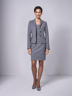 Kombinieren Sie das langärmlige DOLZER Etuikleid mit dem passendem Blazer – und fertig ist das perfekte Business-Outfit für Ihren Büroalltag.