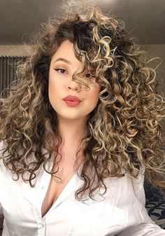 For Dry Sensitive Skin Makeup - Kurze Blonde Haare Curly Hair Styles, Curly Hair Cuts, Short Curly Hair, Medium Hair Styles, Wavy Hair, Blonde Curly Hair Natural, Crazy Curly Hair, Crimped Hair, Blonde Highlights Curly Hair