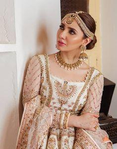 Pakistani Fashion Party Wear, Indian Fashion, Womens Fashion, Indian Attire, Indian Suits, Mahira Khan Dresses, Maira Khan, Diy Fashion Hacks, Pretty Makeup Looks