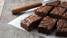 Σοκολατένιο γλυκό ψυγείου με ταχίνι: Νηστίσιμο και θρεπτικό | BOVARY Fudge Brownies, Bean Brownies, Paleo Brownies, Olive Oil Brownies Recipe, Brownie Recipes, Dessert Recipes, Diet Recipes, Delicious Chocolate, Snacks