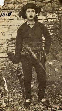 Traditional costume of a people's militia warrior from Inebolu (Black Sea coastal city in the Kastamonu province). European People, History Pics, Political Beliefs, World War One, Armies, Black Sea, Ottomans, Vintage Photographs, Traditional Outfits