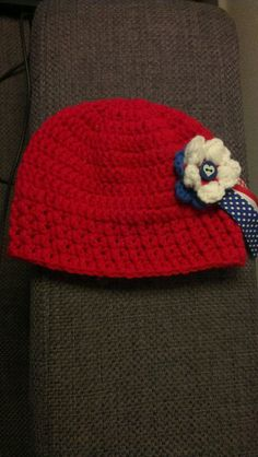 Baby beanie red with red/white/blue rosette 3-6 months
