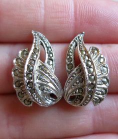 Vintage 50's sweeping sparkling marcasite silver tone clip on earrings gemstone (4991)