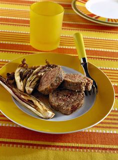 Rotolo di carne con speck e radicchio