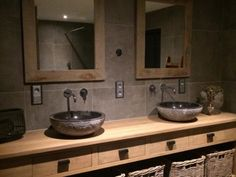 XL-wastafel van eikenhout met bijpassende spiegels… – XL washbasin in oak with matching mirrors … – washbasin # oak wood Rustic Bathroom Designs, Rustic Bathrooms, Bathroom Interior Design, Modern Bathroom, Small Bathroom, Bathroom Mirrors, Earthy Bathroom, Rustic Bathroom Vanities, Guest Bathrooms