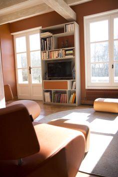 Rénovation Salon Maison De Campagne, Salon Tv, Teinte Chaude, Ambiance  Chaleureuse, Orange