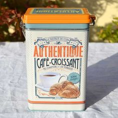 Lata Café Croissant. Lata metálica para café Vintage Tins, Retro Vintage, Cafe Food, Croissant, Timeless Design, Commercial, Milk, Packaging, Chocolate