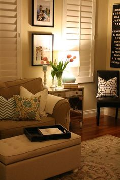 Cozy living room :) lindo uso de las persianas