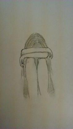 Je moet hier waarschijnlijk twee keer naar kijken maar dan zie je het goed, het is een meisje die zit, met haar armen op haar knieën, en haar hoofd, tegen haar armen leunend.(als je de tekening hebt nagetekend zou ik het leuk vinden als je even een foto in de reacties zet!)