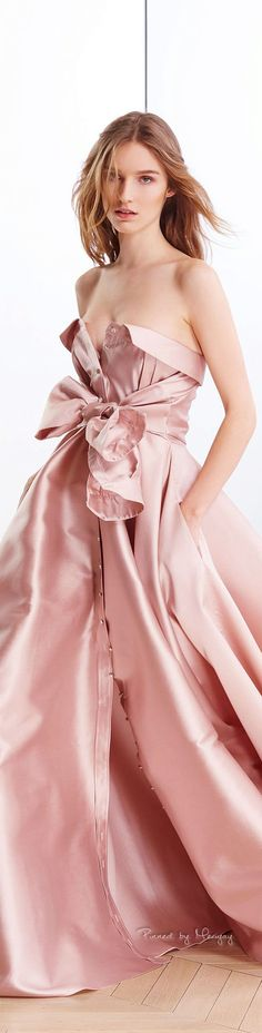 Alexis Mabille FW Pretty in pink! Foto Fashion, Pink Fashion, Runway Fashion, Fashion Dresses, Traje Black Tie, Pink Dress, Dress Me Up, Glamour, Mode Style