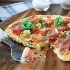 Omelette with tomato, bacon and spring onion (in Spanish)