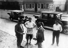 Germany Free State Prussia Berlin Berlin: German nationals A taxi stand in Berlin-Pichelsdorf. Taxi drivers shorten the time by playing chess on the sidewalk - 1932.