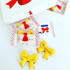 オードリーのお菓子グレイシア!花束みたいなお菓子のブーケ Food Packaging, Packaging Design, Cookie Box, Food Design, Illustration Art, Wraps, Presents, Tasty, Gift Wrapping