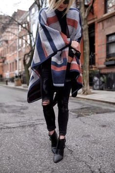 Fall Looks : Picture Description Coat: topshop colorblock geometric nordstrom zara streetstyle fashion ankle boots poncho Winter Looks, Winter Style, Fall Winter Outfits, Autumn Winter Fashion, Spring Outfits, Winter Clothes, Simple Outfits, Chic Outfits, Black Outfits