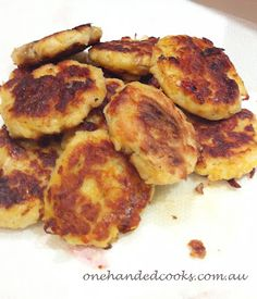 one handed cooks: baby & toddler food: salmon potato patties Salmon Recipes, Fish Recipes, Baby Food Recipes, Seafood Recipes, Cooking Recipes, Toddler Meals, Toddler Food, Kids Meals, Toddler Recipes