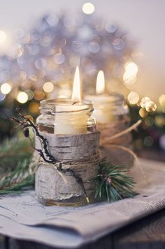 Candles in mason jars covered with bark - Rustic winter wedding/Christmas centerpieces Noel Christmas, Country Christmas, All Things Christmas, Winter Christmas, Christmas Crafts, Christmas Candles, Christmas Wedding, Natural Christmas, Beautiful Christmas