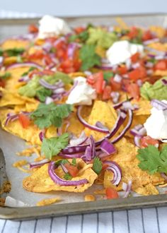 Nacho's uit de oven (Laura's Bakery) Warm Appetizers, Appetizers For A Crowd, Finger Food Appetizers, Healthy Finger Foods, Healthy Recipes, Healthy Food, Nachos In Oven, Brunch, Cooking Gadgets