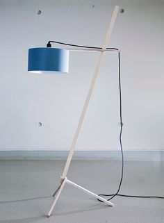 Loving the simplicity of the infinitely height-adjustable Lampenkran floor lamp, by Nachacht Berlin.