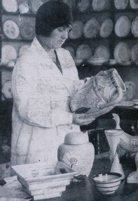 Clarice Cliff 1899 - 1972. Born in Tunstall, Stoke on Trent. English ceramics artist from1922 - 1963. She started working in the pottery industry aged 13, as a gilder. She studied art & sculpture at the Burslem School of Art in the evenings. In 1916 she moved to A J Wilkinson at Newport, Burslem to improve her career opportunities. In the early 1920's she was brought to the attention of Colley Shorter, one of the factory owners. He was 17 years older than Cliff and as well as playing a major…