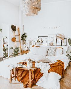 Room Design Bedroom, Room Ideas Bedroom, Home Decor Bedroom, Boho Teen Bedroom, Earthy Bedroom, Bohemian Bedroom Decor, Bedroom Furniture, Floral Bedroom, Wooden Bedroom